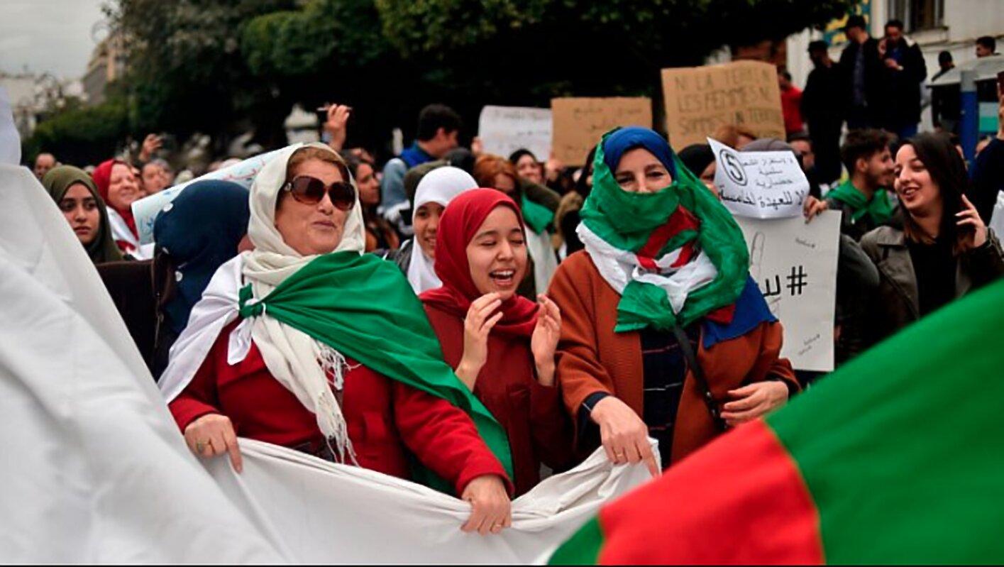 Un sorriso gigantesco sull'Algeria